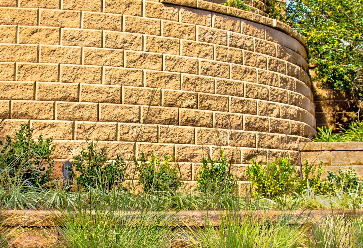 Block Retaining Wall Mackay : Wall block buff is the most common color for split face retaining